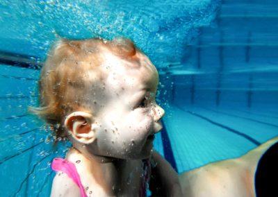 Pływanie dla niemowląt czy bobasków, albo inaczej Aqua Baby to nasza specjalność od 2006 roku.