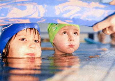 Dzieci uczą się pływać w Gdańsk Osowa