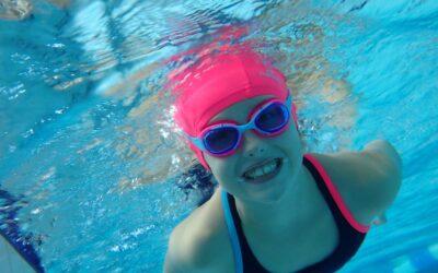 Baseny otwarte. Szkoła pływania rusza dalej.